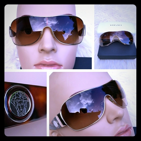 8fbda777943 Fab Authentic VERSACE Tortoise Medusa Sunglasses.  M 5b82bce2a31c33b9f3d162dd. Other Accessories ...